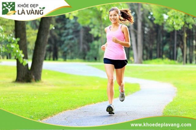 Chạy bộ vào sáng sớm hoặc chiều muộn giúp xương phát triển tốt